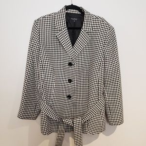 Evan-Picone Womans Houndstooth Coat with Waist Tie